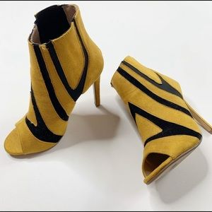 Cape Robbin Yellow and Black Open Toe Stilettos 6